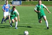 Fotbalisté Jiskry Domažlice (v zeleném) po výhře nad Staňkovem jedou do Klatov