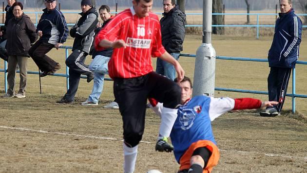 Z přípravného utkání fotbalistů Sokola Postřekov a FK Holýšov.