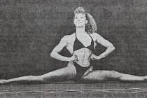 Dobová popiska: Sylva Ouřadová ze Sokola Domažlice se stala oblastní přebornicí v kulturistice v kategorii nad 52 kg.
