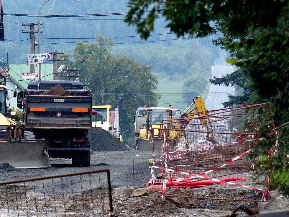Rekonstrukce silničního průtahu Klenčím. Snímek z úterního podvečera.