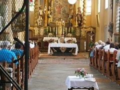 Klenečskou farnost nově vede farář Ivan Pavlíček (snímek z nedělní mše svaté v klenečském kostele).