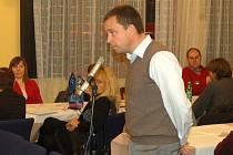 Tomáš Honsnejman z brněnské developerské firmy vysvětloval záměr výstavby nové továrny.