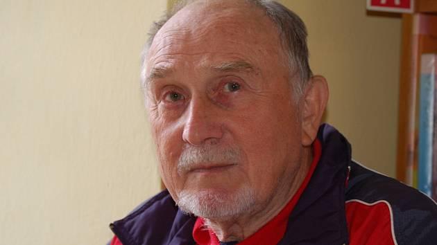 Václav Jirsa vystavuje do konce května v domažlické knihovně.