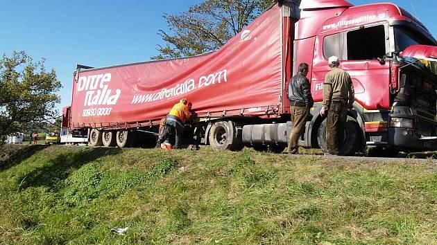 Dopravní nehoda kamionu u Loučimi.