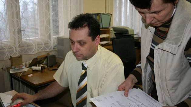 Ředitel školy se zástupkyní Miroslavou Šebestovou.
