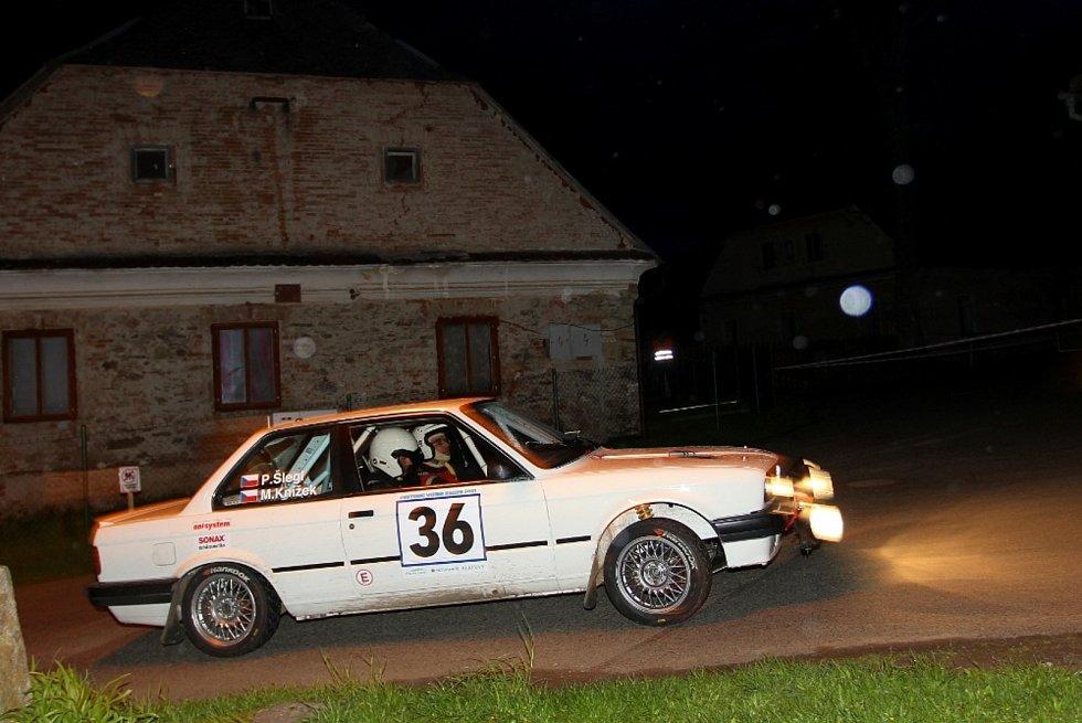 Martin Knížek – Petr Šlegl (BMW 318 iS): Poběžovický spolujezdec pražského pilota mohl mít radost z parádního umístění na konci první desítky celkového pořadí Vltavy.