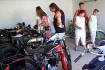 EXKURZE DO HISTORIE motorismu očekává o Chodských slavnostech návštěvníky výstavy uspořádané Veteran car clubem Domažlice.