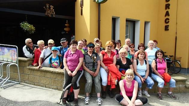 Účastníci turistického výletu Otevřená hranice.