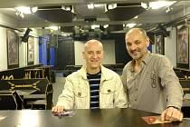 Nový majitel klubu Death Magnetic Jiří Mezník (vlevo) a jeden z bývalých provozovatelů Miroslav Buršík.