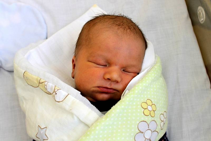 Filip Hais ze Staňkova se narodil 15. března ve 22:27 v domažlické nemocnici s váhou 3 420 gramů a 50 centimetry.