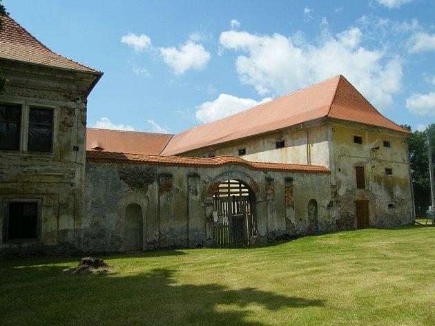 Jarní úklid na zámku v Čečovicích.