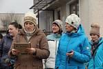Memoriál umělého kloubu. Recesistického biatlonového závodu  se v neděli zúčastnila i dvojnice olympijské medailistky  Veroniky Vítkové, v Chodově brala ve štafetě zlato.