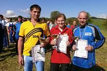 Zástupci vítězných družstev z Prapořišť, Všerub a Nové Vsi přebrali poháry a diplomy
