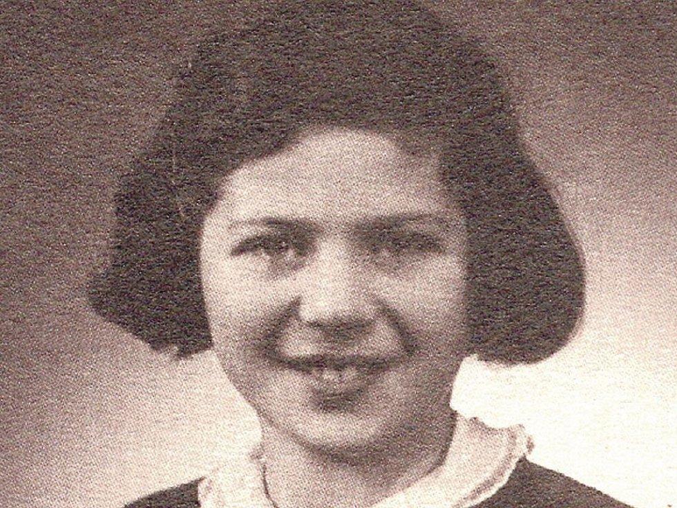 EVA ERBENOVÁ před odjezdem do Terezína.