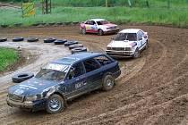 TĚŽKÁ VOZBA V AKCI. V divizi 4x4 startovaly jen vozy Audi. Na snímku jede v čele jedné z rozjížděk jediný český účastník Jakub Šindelář, jenž ve finále skončil druhý, za ním je pozdější vítěz Bernd Herler a třetí je Günther Schmitt.