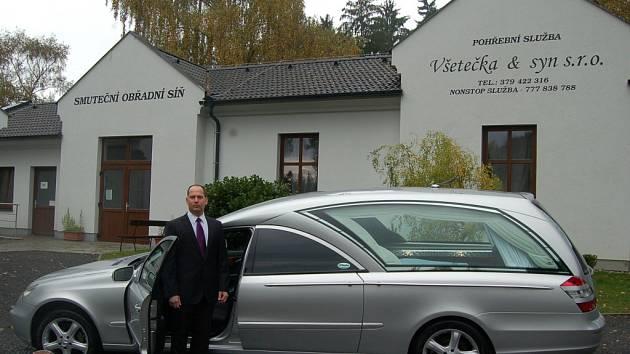 Nový vůz domažlické pohřební služby.