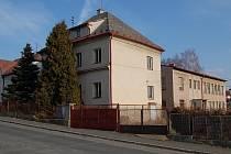 Budova bývalých jeslí v Benešově ulici v Domažlicích.