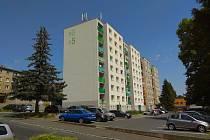 Bytovky v Kozinově ulici. Malování se týkái ostatních nově zateplených bytovek.