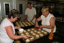 Reportáž z rodinné pekárny v Pocinovicích.