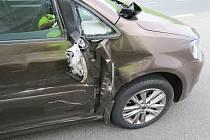 Při nehodě se lehce zranila dvaatřicetiletá řidička osobního vozu.