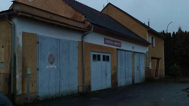 Hasičská zbrojnice v Dělnické ulici, kde zhruba od poloviny roku začne rozsáhlá rekonstrukce.