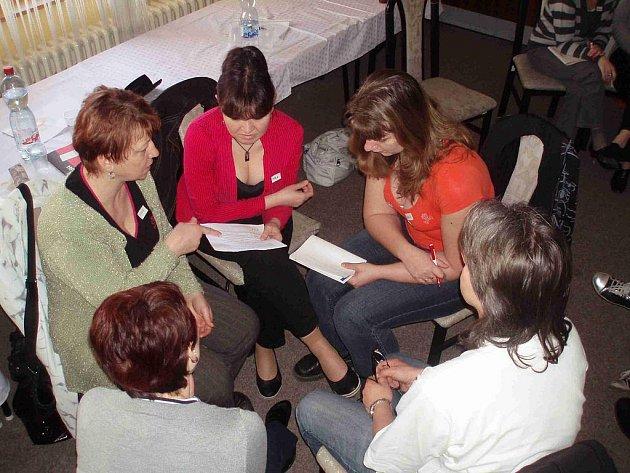 Skupinová práce při semináři.