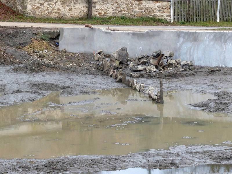 Opravy petrovického rybníku jsou těsně před dokončením.