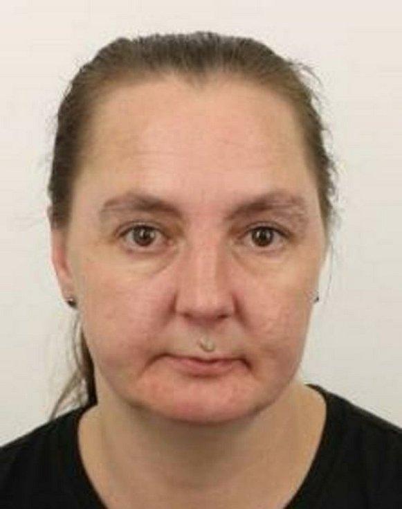 Podle policejní databázi jde o Pavlu Duspivovou, která má trvalé bydliště v Karlových Varech.