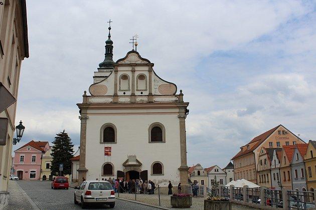 Hodinová procházka centrem památkové rezervace a částí zámeckého parku přiblíží bohatou historii Horšovského Týna.