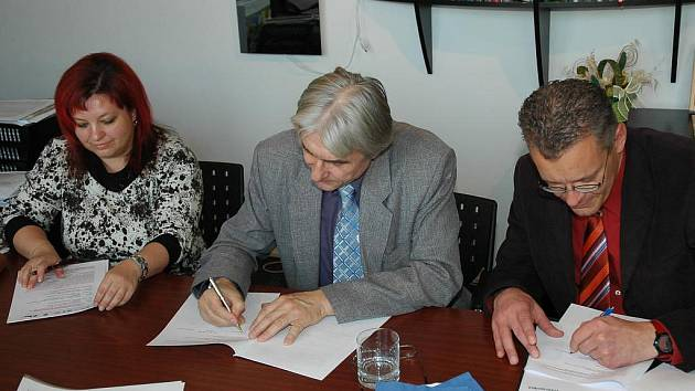 Smlouva o realizaci projektu IQ industry byla podepsána 25. listopadu.