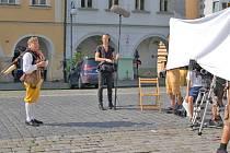 SPOT k Chodským slavnostem natáčel na domažlickém náměstí i muzikant Antonín Konrády.