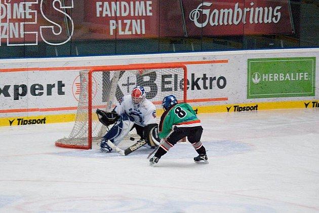 Hokejisté čtvrtých tříd HC Domažlice si zahráli proti plzeňským indiánům v ČEZ aréně.