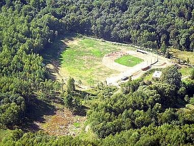 Letecký pohled na baseballový a softballový areál v Domažlicích.