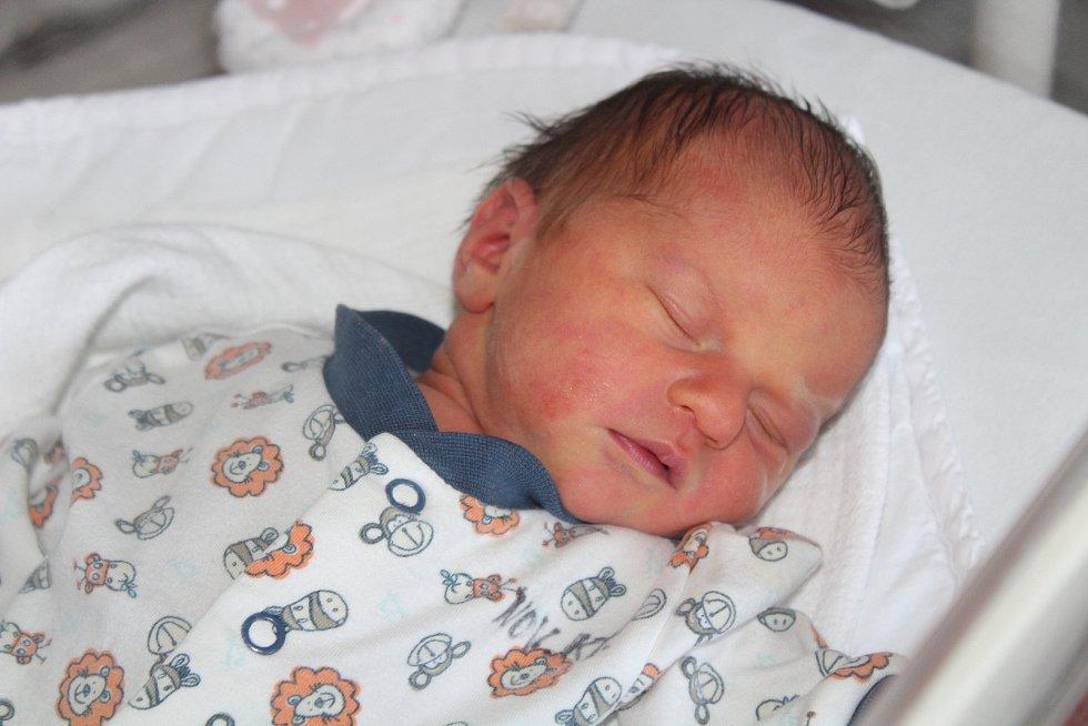 Leontýna Lepší ze Skelné Hutě se narodila v klatovské porodnici 7. srpna ve 12:52 hodin (3030 g, 50 cm). Rodiče Denisa a Radek věděli, že jejich prvorozené dítě bude dcera, kterou přivítali na světě společně.