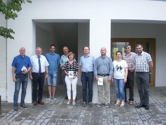 ÚČASTNÍCI koordinační schůzky partnerských obcí k pořádání Svatojakubských dnů.