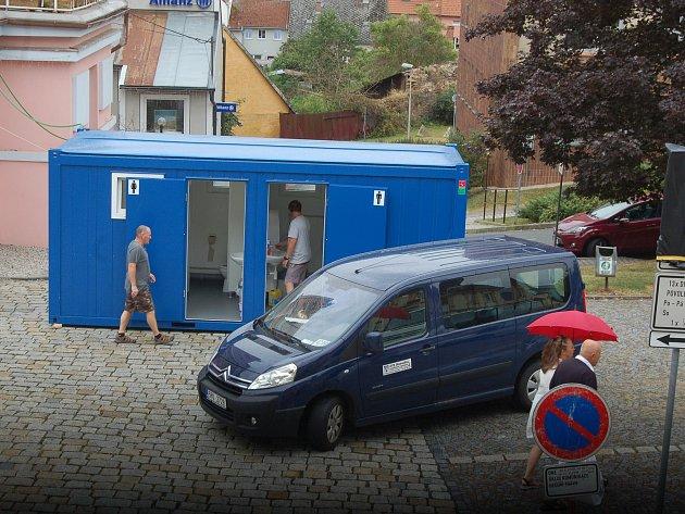 V pátek pracovníci DTS zprovoznili mobilní toalety.