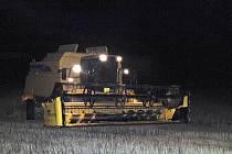 Zemědělci často pracovali do tmy, pokud chtěli využít dnů a počasí příznivých pro sklizeň.