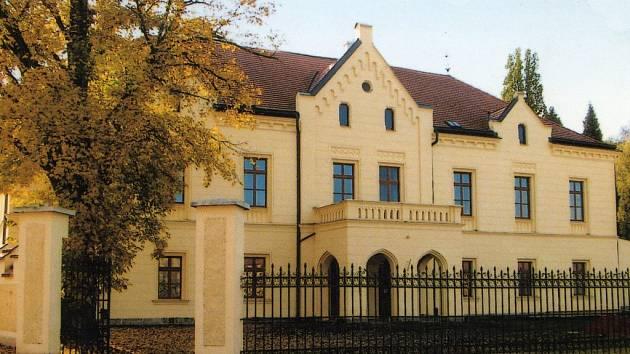 Na dnešní podobě zámku má největší zásluhu obec, které budova vděčí za novou střechu, okna i líbivou fasádu.