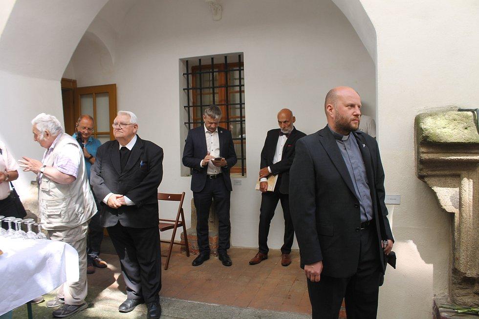 Představení nové knihy Zdeňka Procházky. Dorazil i kardinál Duka.