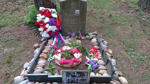 Na pilota Kirghama vzpomněli i u pomníku v Zadní Hoře.
