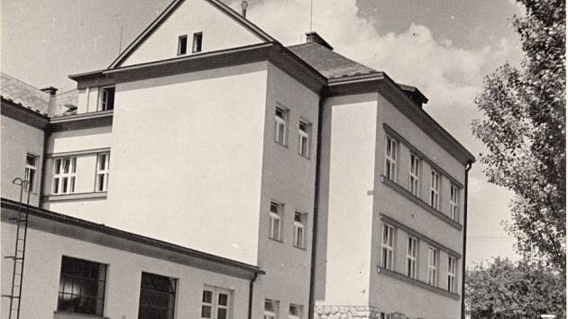 Budova v Thomayerově ul. byla otevřena před 80 lety.