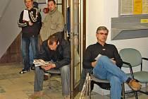 Až 300 lidí odbaví v těchto dnech pracovníci na registru motorových vozidel v Domažlicích.