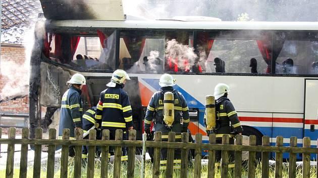 Požár autobusu v Havlovicích.