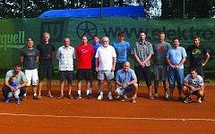 TENISOVÝ TURNAJ V HOLÝŠOVĚ. Na tradiční tenisový turnaj do Holýšova letos dorazilo osmnáct nadšenců, kteří změřili síly v singlu či deblu.