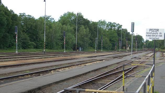 Prázdné koleje - ilustační foto.