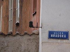 FOTOPAST umístěná na domě místostarosty Zdeňka Nováka monitorovala Branskou ulici.