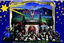 VÁNOČNÍ POZDRAV Z CHODSKA. Pohlednice zobrazuje Trhanovský betlém opatřený postavičkami v chodských krojích, který vytvořil během II. světové války jeden z nejznámějších českých betlémářů po I. světové válce, a to Bohumil Bek z Kutné Hory.