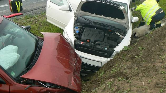 Dopravní nehoda na obchvatu Staňkova.