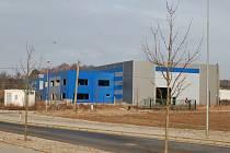 Hala v průmyslové zóně Za Kasárny.