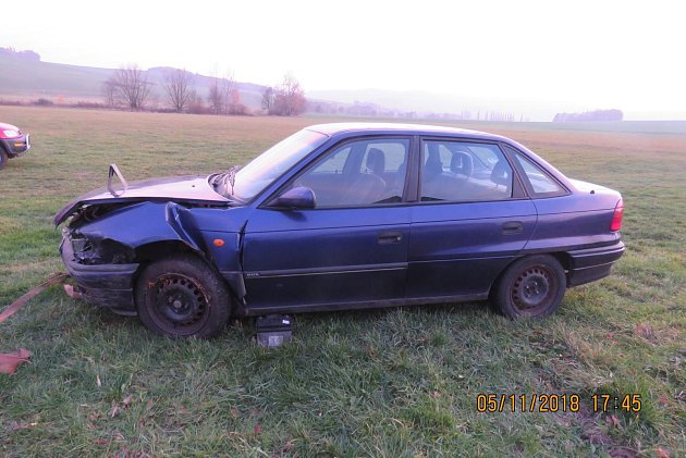 Havarovaný Opel Astra.